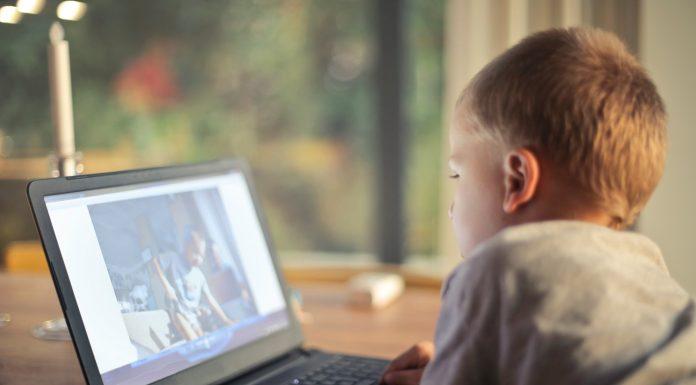 coronavirus screen time - Boston Moms