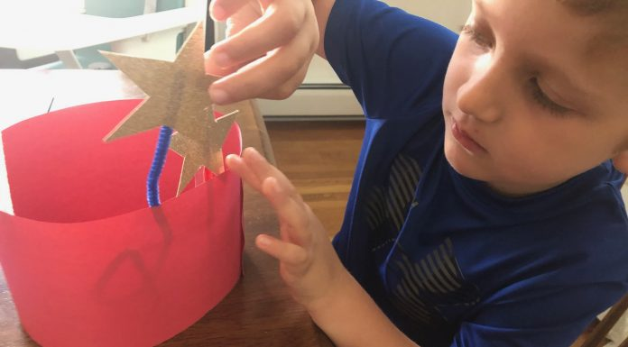 Fourth of July paper crowns - Boston Moms