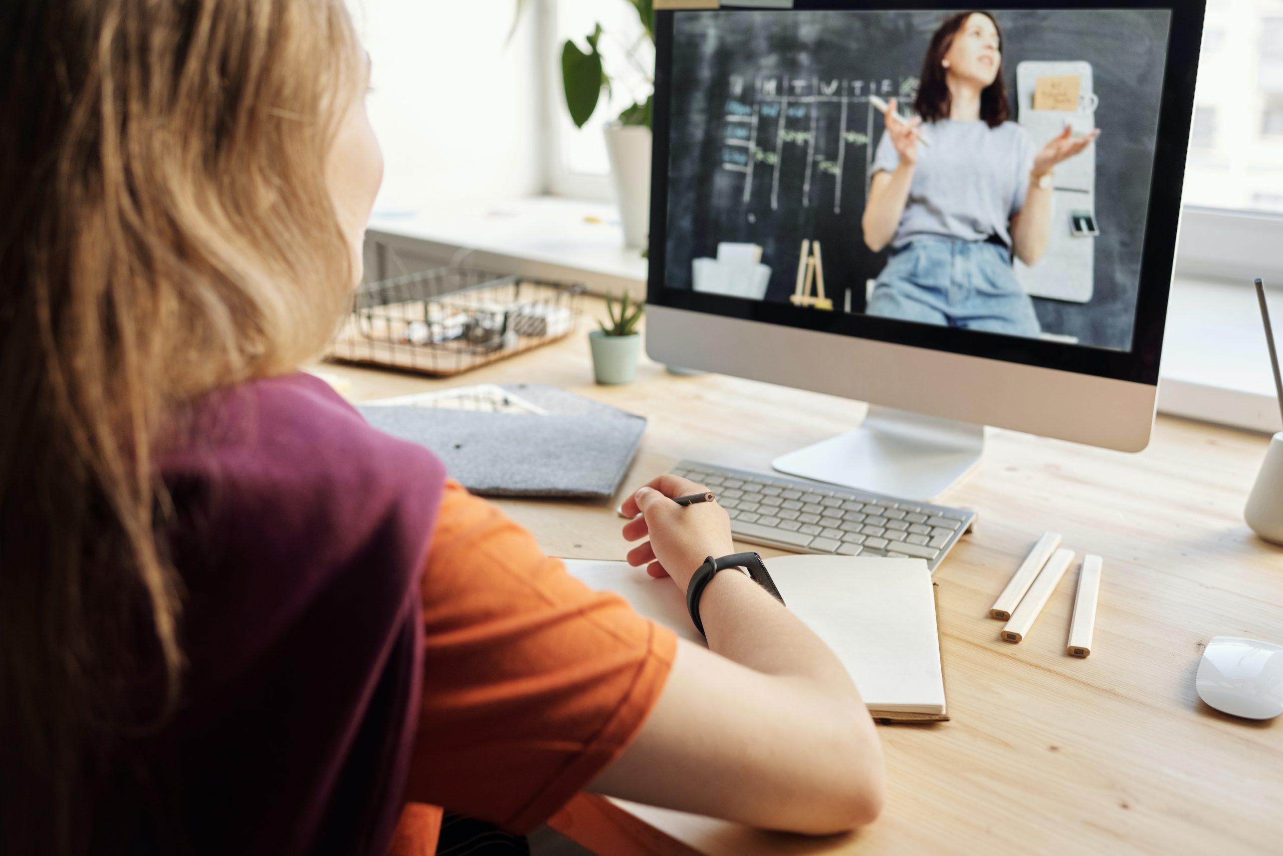 Girl virtual learning via internet
