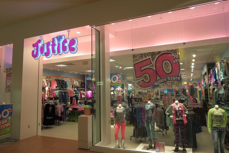 Losing Justice :: My Tweens Are Losing More Than Just a Clothing Store